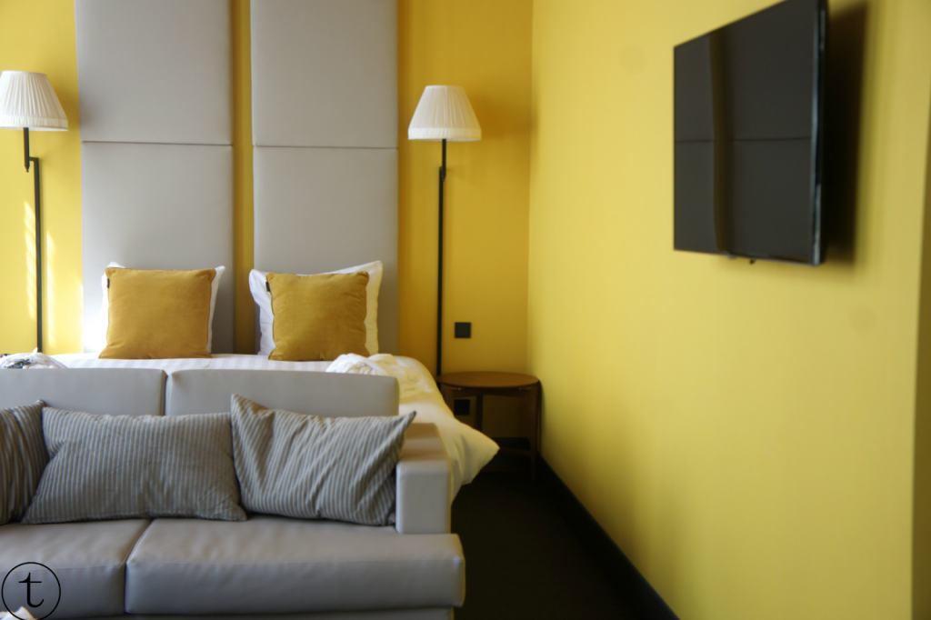 yellow room at hotel the roosevelt in middelburg zeeland review