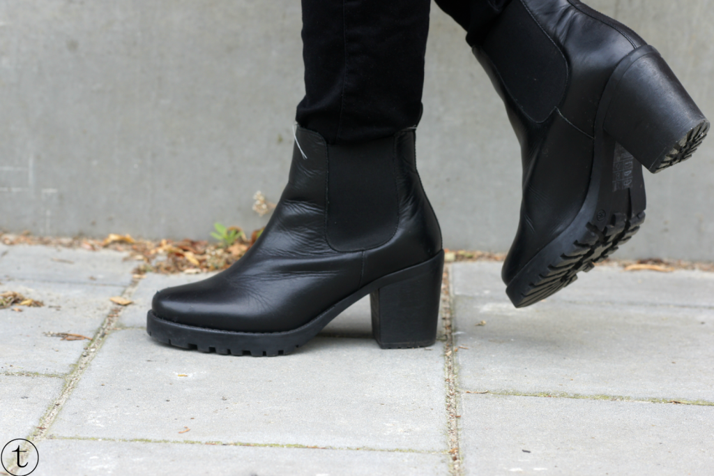 outfit post wearing black chelsea boots