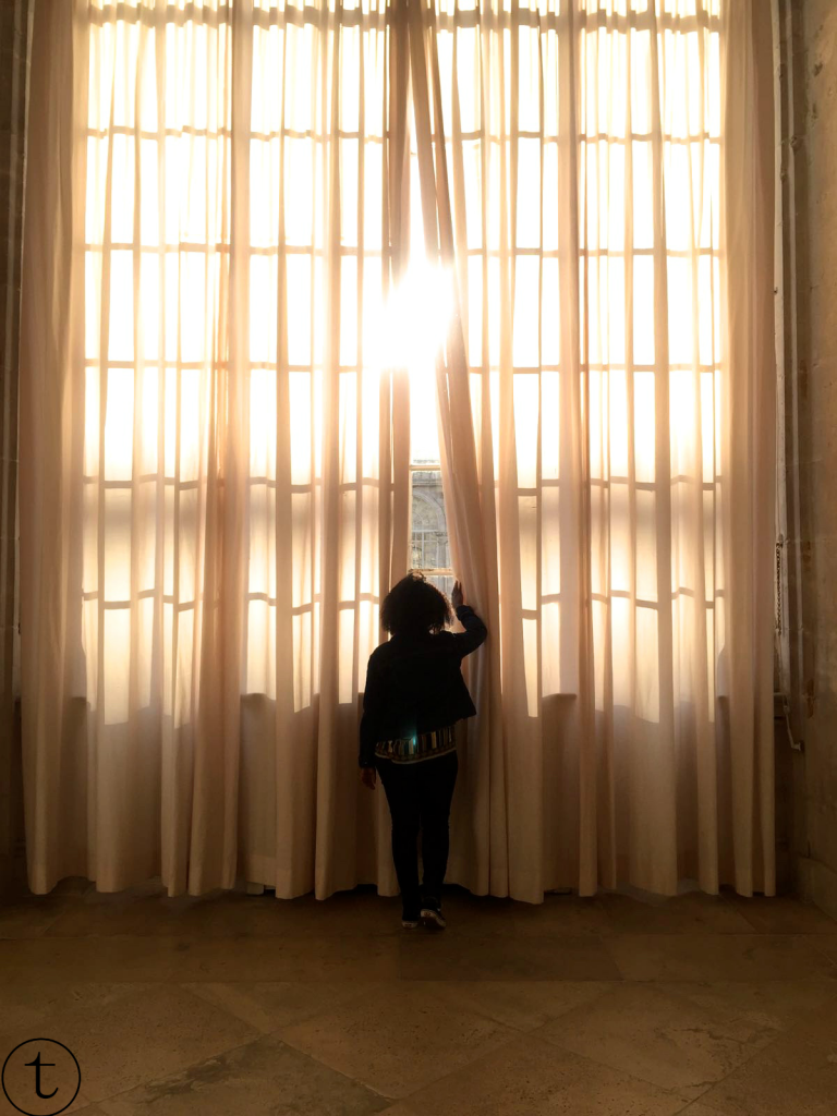 african fashion blogger in the palacio de real madrid high curtains